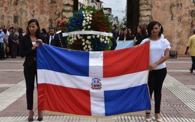 La Comisión Presidencial de Apoyo al Desarrollo Provincial entrega ofrenda floral en Altar de la Patria.